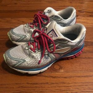 Women's brooks tennis shoes